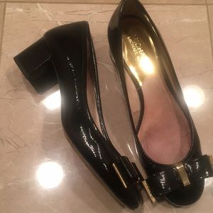 Michael Kors 7.5 M Keira block pump with bows EUC